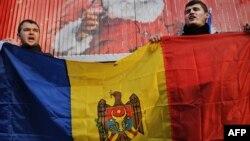 Protestatari moldoveni în fața ambasadei Rusiei la Bucureşti, 9.01.2012