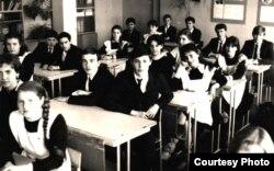 Сяргей Нікалайчук і Міраслаў Лазоўскі ў школе ў 1980-я