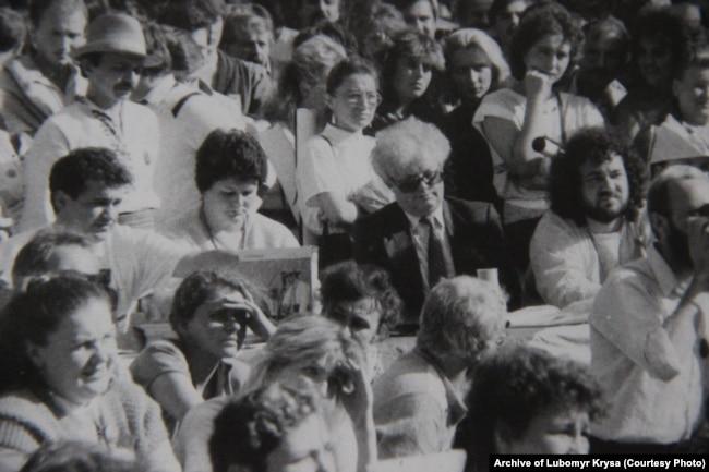 Журі фестивалю і глядачі на стадіоні в Чернівцях,1989 рік