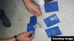 Сириядагы тажик жиадчылар паспортторун өрттөө алдында.