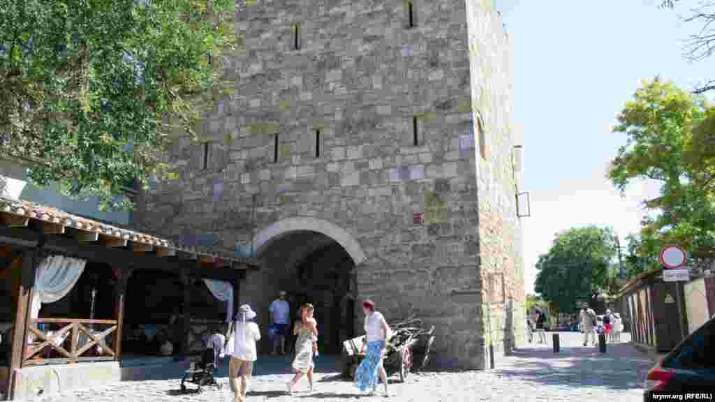 Гезлевские ворота – одна из достопримечательностей Евпатории