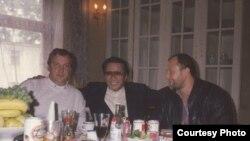 Фігуранти «справи російської мафії в Іспанії» Геннадій Петров і Олександр Малишев (ліворуч і праворуч), а також Ііда Масамічі з «якудзи»