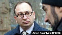 Nikolay Polozov ve Qırımtatar Milliy Qurultaynıñ MSK reisi Zair Smedlâyev