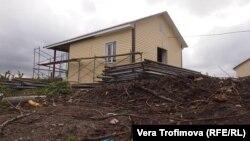 Недостроенный дом в поселке Шира
