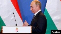 Президент России Владимир Путин во время своего предыдущего визита в Венгрию