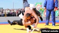 Татарская национальная борьба көрәш. Фото: tatary-urala.ru