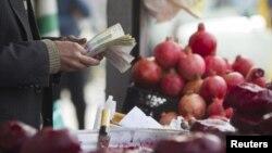 تورم گروه خوراکی ها و آشامیدنیها در اسفندماه ۹۵، به طور محسوسی افزایش یافت