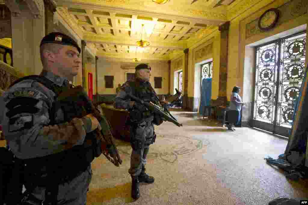 گروهی از نیروهای شبه نظامی در ریو دو ژانیرو
