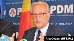 هانس اسووبودا (Hannes Swoboda) سرپرستی هیئت راهی ایران را بر عهده دارد.