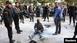شاب احرق نفسه في شارع رئيسي في تونس في عام 2013