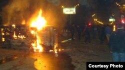 Հրդեհված մեքենա Երեւանի կենրոնում, 1-ը մարտի, 2008