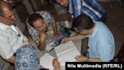 من عملية عد وفرز أصوات الناخبين العراقيين في القاهرة
