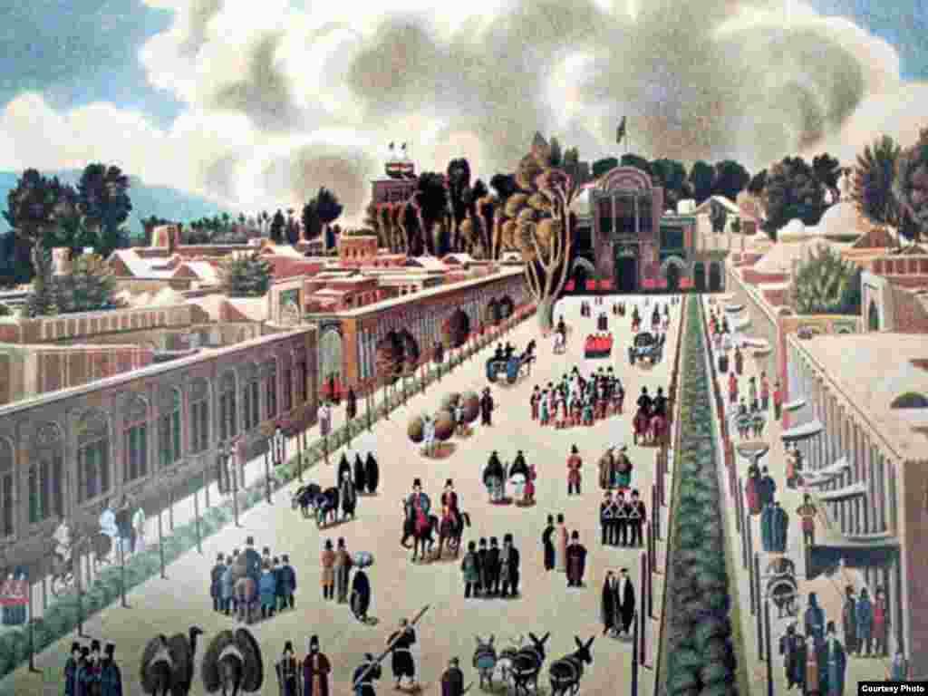 سابقه کاخ گلستان که روزگاری ارگ سلطنتی نام داشت به دوران صفویه باز میگردد. شاه طهماسب اول صفوی نخستین پادشاهی بود که در سفرهای خود به قصد زیارت مقبره حضرت عبدالعظیم دستور داد بارویی به طول یک فرسخ به دور تهران احداث شود. پس از او شاه عباس صفوی در قسمت شمالی حصار طهماسبی چهار باغ و چنارستانی احداث کرد که بعدها دیوار بلندی گرد آن بنا کرده و عمارات مقر سلطنتی را در داخل آن ساختند.
