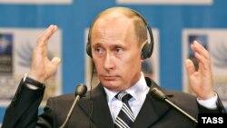 ولادیمیر پوتین در آستانه کناره گیری وی از مقام ریاست جمهوری روسیه صادر شده است.
