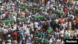 В мемориальном центре состоялась траурная церемония в память жертв расправы в Сребренице