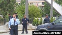 Policija kod glavnog ibarskog mosta, Mitrovica, april 2015, foto: Jasmina Šćekić