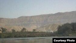 «Отправившись по следам Александра Македонского на юг, я медленно плыл по Нилу, любуясь мало изменившимся пейзажем и раздражаясь никогда не меняющимся обедом, до самого Асуана». [Фото — <i>GNU Documentation License</i>]