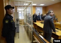 Оглашение приговора Сергею Мохнаткину 10 декабря 2014, на которое он не явился. Но через несколько часов Мохнаткин добровольно пришел в Тверской суд.