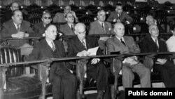 مصدق و کابینهاش در مجلس