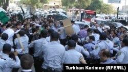 Разгон акции протеста исламистов в Баку