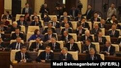 Қазақстан парламенті мәжілісінің депутаттары. Астана, 25 наурыз 2016 жыл.