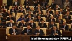 Алтыншы шақырылымдағы парламент мәжілісінің алғашқы жалпы отырысы. Астана, 25 наурыз 2016 жыл.