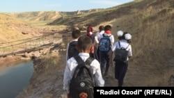 Роҳи пурхатари наврасони чаҳор деҳа дар шаҳри Ваҳдат
