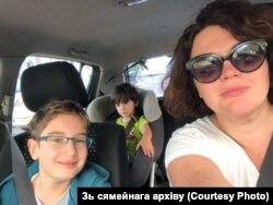 Дар'я Альперн-Каткоўская з сынамі