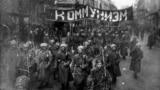 """Moskvada hərbçilərin """"Kommunizm"""" şüarı ilə yürüşü. 1917"""