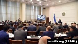 Селекторное совещание, на котором премьер-министр Абдулла Арипов приказал снять с эфира турецкий сериал «Черная любовь» (или «Бесконечная любовь»).