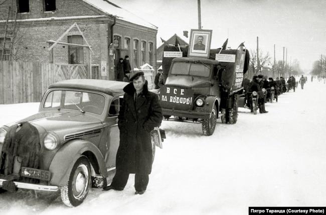 Падчас зімовага перадвыбарчага мотапрабегу, Баранавічы, 1952 год