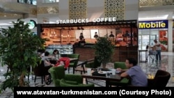 Кафе «Starbucks Coffee» в Ашхабаде.