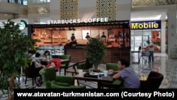 "Кафе под названием ""Starbucks Coffee"" в Ашхабаде."