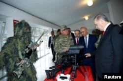 Реджеп Эрдоган в штаб-квартире полицейского спецназа в Анкаре. Февраль 2016 года