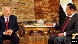 Қазақстан президенті Нұрсұлтан Назарбаев пен Египеттің сол кездегі президенті Хосни Мүбәрак. Каир, 12 наурыз 2007 жыл.