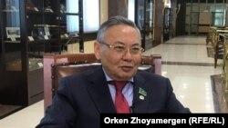 Депутат мажилиса Омархан Оксикбаев дает интервью Азаттыку. Нур-Султан, 8 октября 2019 года.