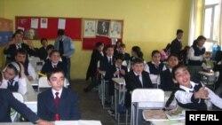 Türk litseyində təhsil alan şagirdlər dini dərslərin keçilməsini vacib hesab edirlər