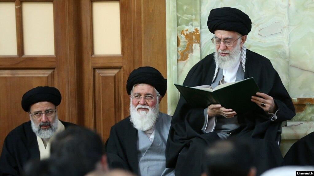 علی خامنهای، احمد علم الهدی و ابراهیم رئیسی (عکس از آرشیو)