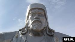 Чыңгыз хандын Монголиядагы эң ири айкели. Тсонжийн Болдог жергеси. 23.9.2009.
