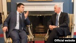 Переговори міністра закордонних справ України Павла Клімкіна (л) і віце-президента США Майка Пенса, Вашингтон, 10 травня 2017 року