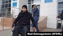 Терроризм айыптары бойынша сегіз жыл жазасын өтеп шыққан Жасұлан Сүлейменов Есіл аудандық соты алдында тұр. Астана, 20 қыркүйек 2018 жыл.