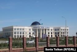 Здание «Дома Дружбы», в котором пройдет саммит глав Прикаспийских государств. Актау, 12 августа 2018 года.