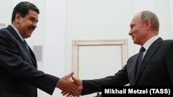 Президент Венесуэлы Николас Мадуро и президент России Владимир Путин во время встречи в Кремле. 3 октября 2017