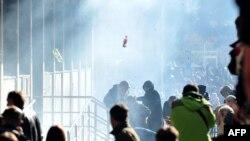 Протестувальники штурмують урядові будівлі в Тузлі
