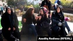 Иранские туристы в Баку во время праздника Новруз. 2011 г.
