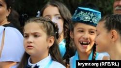 Qırımtatar ve rus tillerinde ders berilgen Bağçasaray umumtasil mektebinde birinci zil bayramı