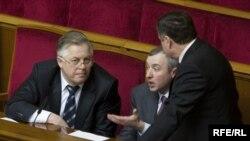 Голова фракції КПУ Петро Симоненко (ліворуч)