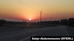 Кыргыз-өзбек чек арасындагы жол.