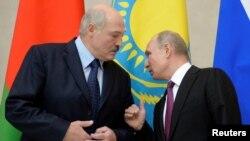 Аляксандар Лукашэнка і Ўладзімер Пуцін на сустрэчы 6 сьнежня