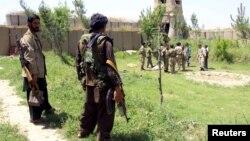 Афганские силы безопасности в районе Чардара провинции Кундуз в Афганистане. Май 2015 года.